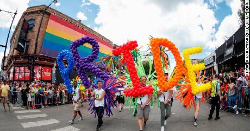 ილინოისის შტატის საჯარო სკოლებში LGBTQ ისტორიას შეისწავლიან