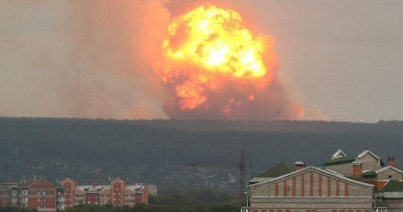 რუსი ჯარისკაცი მოსახლეობას რაკეტის აფეთქების შედეგად რადიაციის საფრთხეზე ესაუბრება [Video]