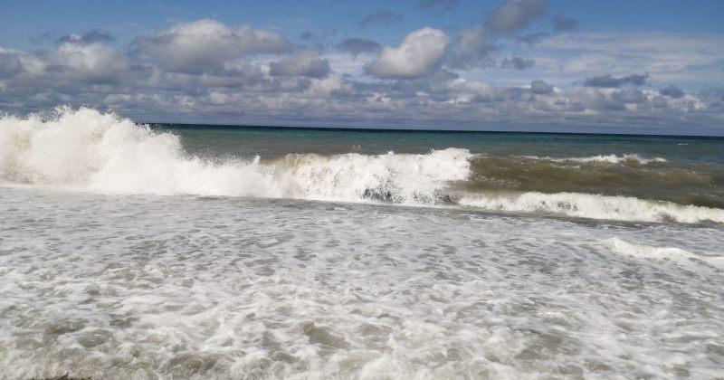 საგანგებო: შავი ზღვის სანაპიროზე 2-4 ბალიანი შტორმია, ზღვაში ბანაობა აკრძალულია