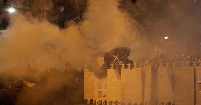 ჰონგ-კონგის პოლიციამ მომიტინგეების წინააღმდეგ ცრემლსადენი გაზი გამოიყენა [ფოტოები]