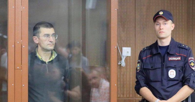 რუსეთში პოლიციელზე ძალადობის ბრალდებით ორ მომიტინგეს 3 წლიანი პატიმრობა მიუსაჯეს