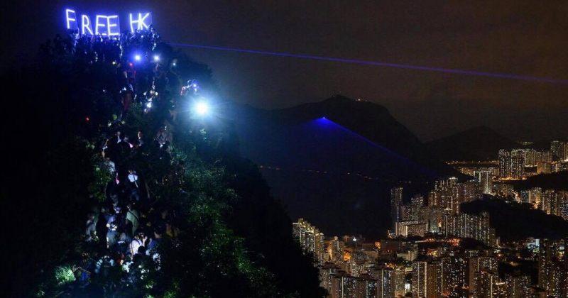 ჰონგ-კონგში მომიტინგეებმა მთვარის ფესტივალზე ქალაქის უმაღლესი წერტილები გაანათეს [გალერეა]