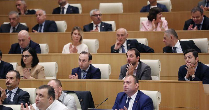ქართულ ოცნებაში საპარლამენტო თანამდებობებთან დაკავშირებით კონსულტაციები მიმდინარეობს