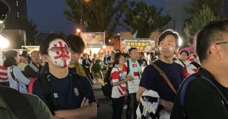 დღის ფოტო: იაპონელი გულშემატკივრები საქართველოს მორაგბეების მხარდასაჭერად