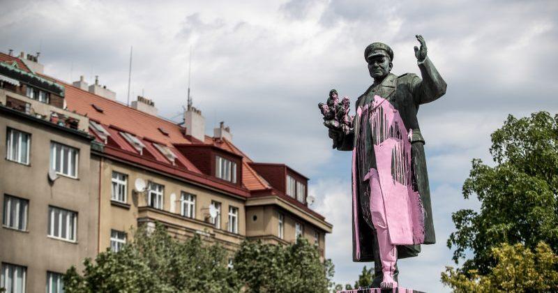 პრაღაში საბჭოთა მარშალის ძეგლს აიღებენ, ვინც ქალაქში წითელ არმიას შემოუძღვა