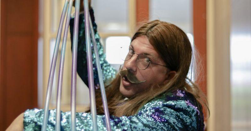 გინესის რეკორდი - მამაკაცმა 121 სანტიმეტრის სიგრძის ფრჩხილები გაიზარდა