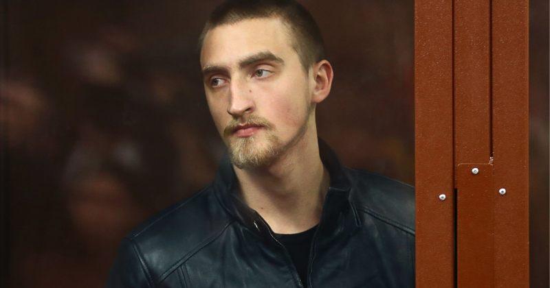 რუსეთში დაკავებული მსახიობი პაველ უსტინოვი გაათავისუფლეს