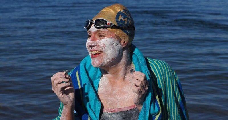 ქალი, რომელმაც კიბო დაამარცხა პირველი გახდა, ვინც ლა-მანშის სრუტე 4-ჯერ შეუჩერებლად გადაცურა