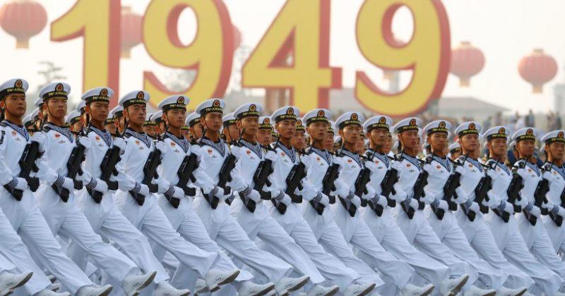 ჩინეთში კომუნისტური პარტიის მმართველობის დამყარებიდან 70 წელი აღლუმით აღნიშნეს [ფოტოები]
