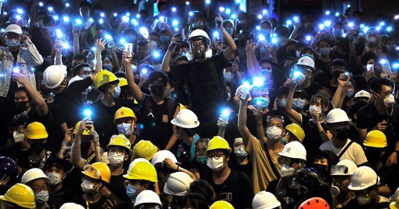 ჩინეთმა ჰონგ-კონგში შავი ფერის მაისურების, ყვითელი ჩაფხუტების ექსპორტი აკრძალა