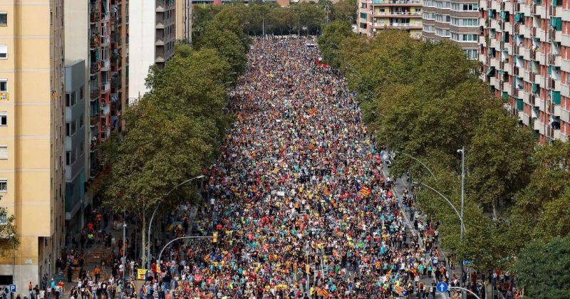 კატალონიის დამოუკიდებლობას, პოლიტპატიმრების გათავისუფლებას ათი ათასობით ადამიანი ითხოვს