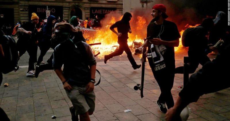 ბარსელონაში კატალონიის დამოუკიდებლობის მომხრეებსა და პოლიციას შორის შეტაკება მოხდა