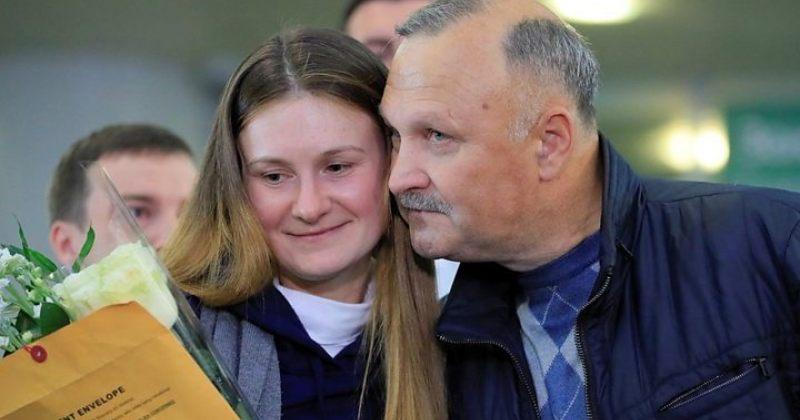აშშ-ში დაკავებული რუსი აგენტი მარია ბუტინა სასჯელის მოხდის შემდეგ მოსკოვში დაბრუნდა