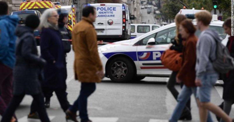 პარიზის პოლიციის განყოფილებაში თანამშრომელმა 4 კოლეგა ცივი იარაღით მოკლა