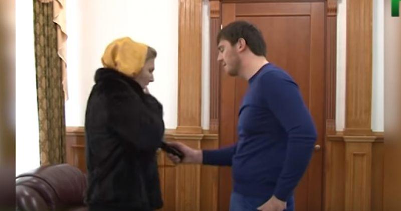 ჩეჩნური არხი: გროზნოს ყოფილი მერი, ისლამ კადიროვი მოქალაქეებს ელექტროშოკით აწამებდა