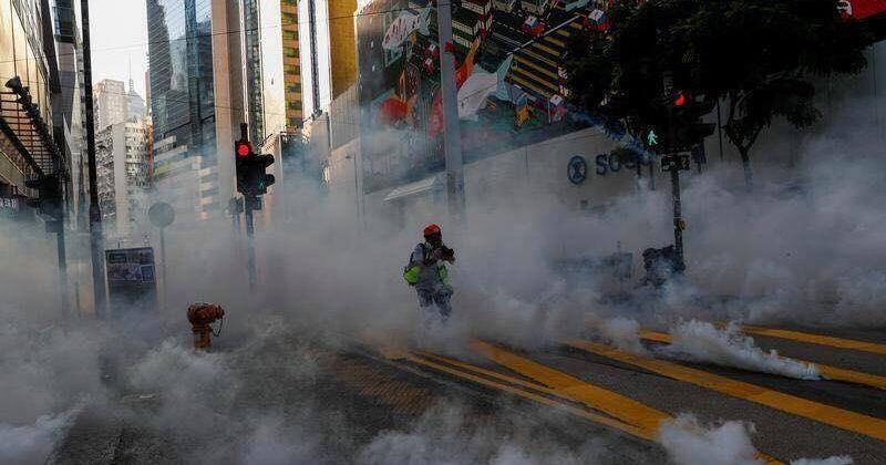 ჰონგ-კონგის პოლიციამ საპროტესტო აქციაზე რეზინის ტყვიები, ცრემლსადენი გაზი გამოიყენა [VIDEO]