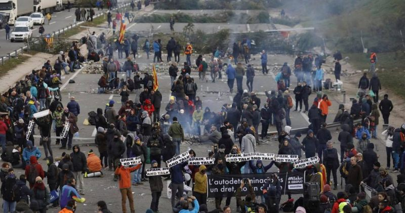 კატალონიაში მომიტინგეებმა მაგისტრალი გადაკეტეს