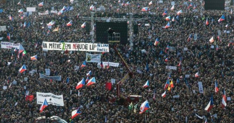 პრაღაში ანდრეი ბაბიშის გადადგომის მოთხოვნით 200,000-ზე მეტი ადამიანი გამოვიდა
