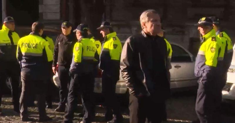 აქტივისტებმა ბათუმის მერია მოატყუეს, რომ შენობას ბოქლომს დაადებდნენ, მობილიზებულია პოლიცია