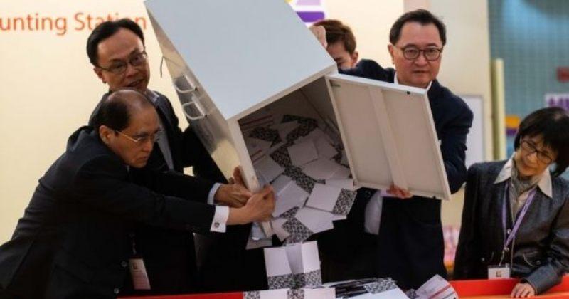 ჰონგ-კონგის საოლქო საბჭოების არჩევნებში პრო-დემოკრატიული მოძრაობა დამაჯერებლად იმარჯვებს