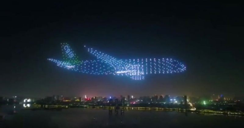 """ჩინეთში 800 დრონისგან  """"თვითმფრინავი მოჩვენება""""  და სხვა მფრინავი ობიექტები შექმნეს"""