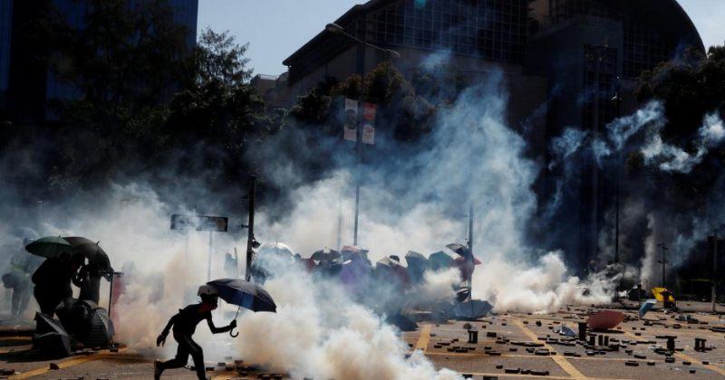 ჰონგ-კონგის პოლიციამ ტექნიკური უნივერსიტეტის კამპუსს ალყა შემოარტყა [ფოტოები]