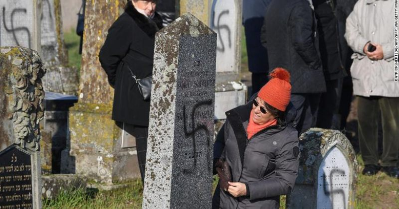 საფრანგეთში ებრაული სასაფლაოს 107 საფლავზე ნაცისტური სიმბოლოები გამოსახეს