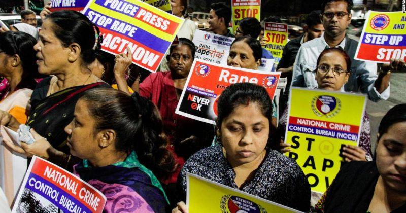 ინდოეთში დაწვეს ქალი, რომელიც მასზე მოძალადე ორი კაცის სასამართლო პროცესზე მიდიოდა