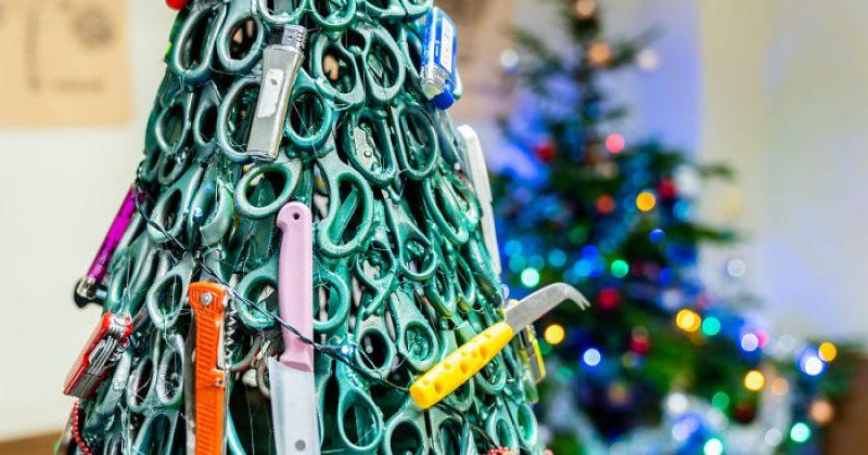 ვილნიუსის აეროპორტში ნაძვის ხე მგზავრებისთვის ჩამორთმეული ნივთებით ააწყვეს