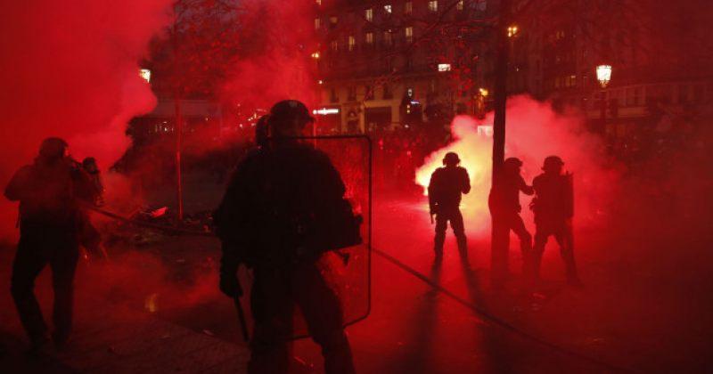 პარიზში პოლიციამ საპენსიო რეფორმის გამო გაფიცულთა წინააღმდეგ ცრემლსადენი გაზი გამოიყენა