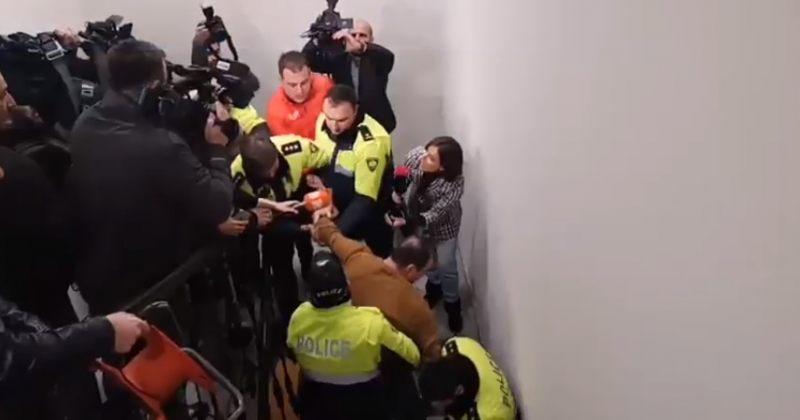 კუხიანიძის კაბინეტიდან აქტივისტების ძალით გაყვანის შემდეგ, 4 ადამიანი დააკავეს