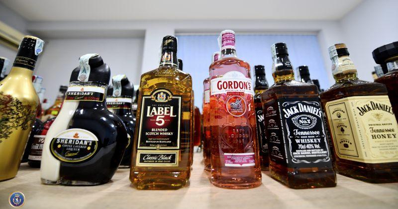 საგამოძიებო: ზესტაფონში 66 ბოთლი უაქციზო ალკოჰოლური სასმელი ამოვიღეთ