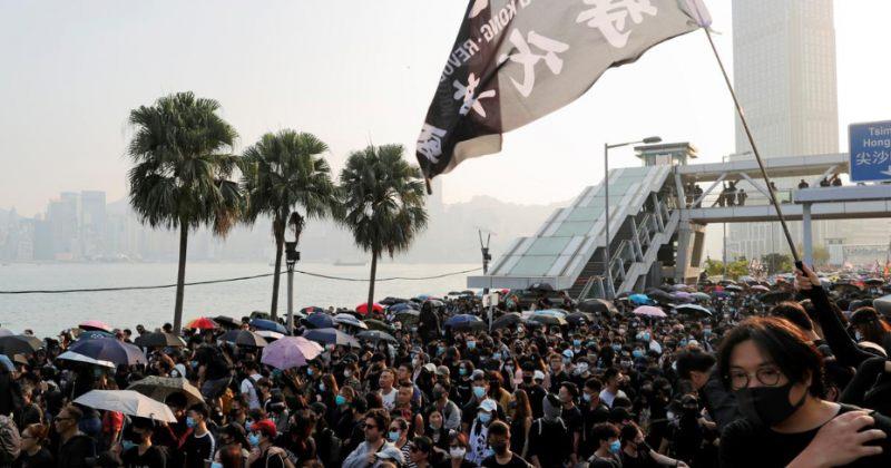 ჰონგ-კონგის ქუჩებში კვლავ ათასობით ადამიანი გამოვიდა, პოლიციამ ცრემლსადენი გაზი გამოიყენა