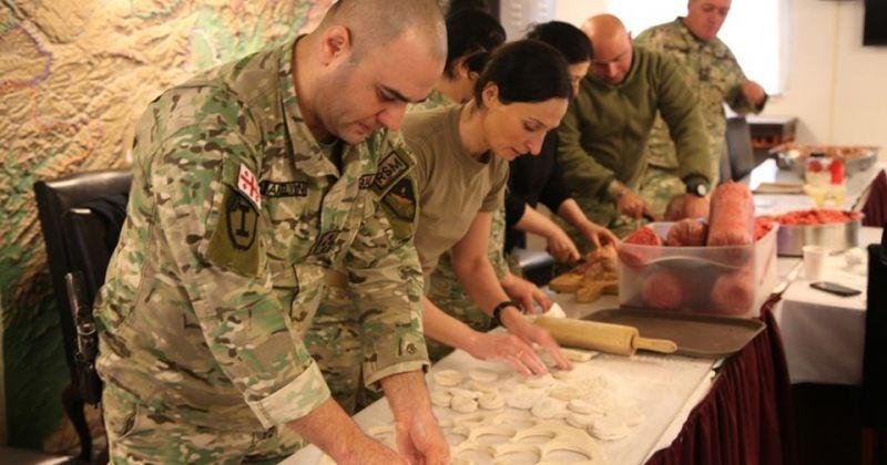 ავღანეთში ქართველმა სამხედროებმა საშობაო წვეულებისთვის ხინკალი მოამზადეს [ფოტოები]