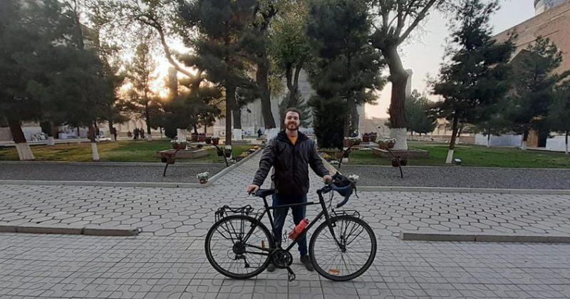 ბრიტანელ მოგზაურს, რომელსაც ველოსიპედი მოპარეს, ახალი აჩუქეს