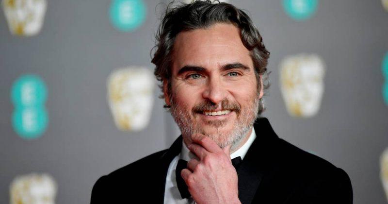 ფენიქსი BAFTA-ზე: ჩვენ სხვა კანის ფერის ხალხს ვეუბნებით, რომ ისინი მიღებულები არ არიან