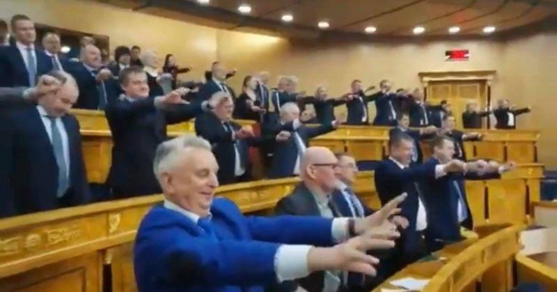 რუსეთში, ლენინგრადის ოლქის მთავრობის სხდომაზე მთავრობის წევრებს ავარჯიშებენ [VIDEO]