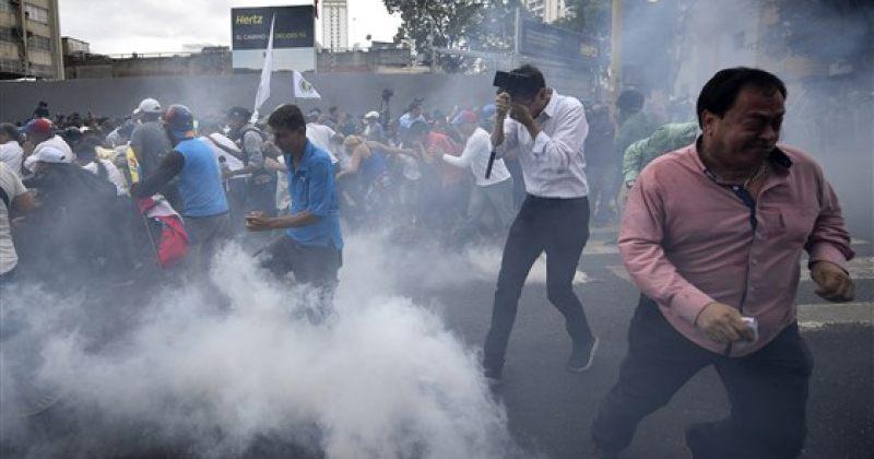 ვენესუელაში ანტისამთავრობო აქცია პოლიციამ ცრემლსადენი გაზით დაარბია