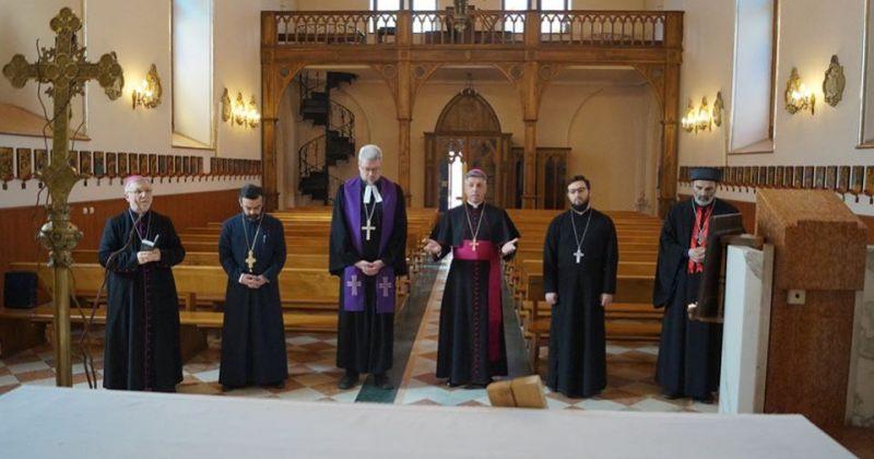 ერთობლივი ლოცვა ცარიელ ტაძარში - კათოლიკე, მართლმადიდებელი, სომეხი და ლუთერელი კლერიკოსები