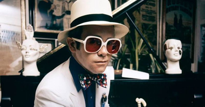 სერ ელტონ ჯონი 73 წლის გახდა: რამდენიმე კადრი მუსიკოსის ცხოვრებიდან