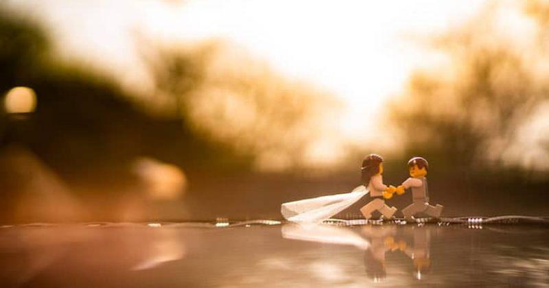 სამსახურს მონატრებულმა დღესასწაულების ფოტოგრაფმა LEGO-ს ქორწილი გადაიღო