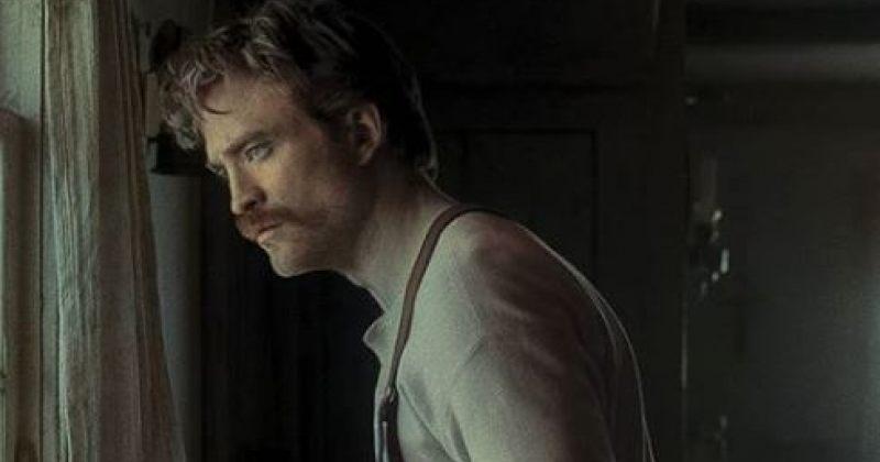 ფოტოგრაფმა ფილმის The Lighthouse კადრები გააფერადა