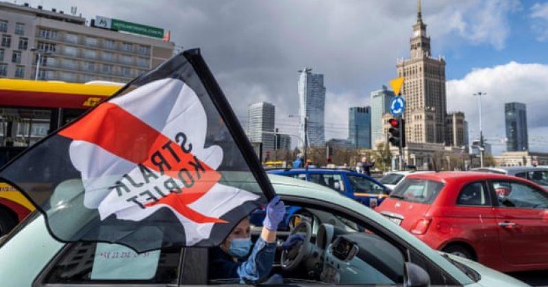პოლონეთში ქალებმა აბორტზე დამატებითი შეზღუდვების კანონპროექტი მანქანებიდან გააპროტესტეს
