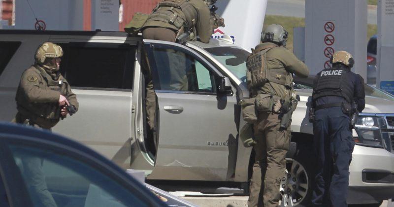 კანადაში პოლიციელის ფორმაში ჩაცმულმა მამაკაცმა სულ მცირე 16 ადამიანი მოკლა