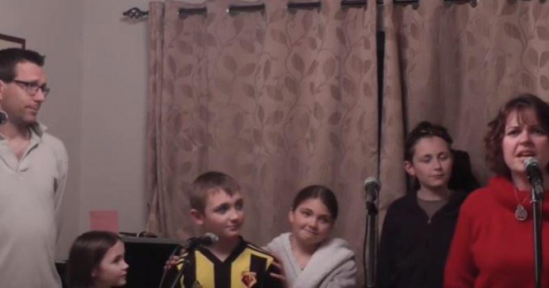 კარანტინში მყოფმა ბრიტანულმა ოჯახმა Les Misérables-ის სიმღერა შეასრულა