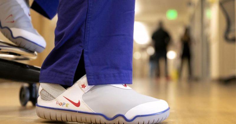 NIKE მედიკოსებისთვის სპეციალური დიზაინით შეკერილ 30 000 წყვილ ფეხსაცმელს გაიღებს
