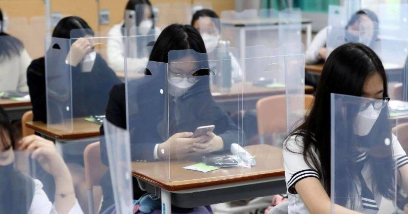 სამხრეთ კორეაში სოციალური დისტანციის მითითებების დაცვით სკოლები იხსნება