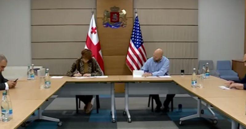 კორონავირუსი: ამერიკამ შსს-ს $250 000-ის ღირებულების თავდაცვითი აღჭურვილობები გადასცა