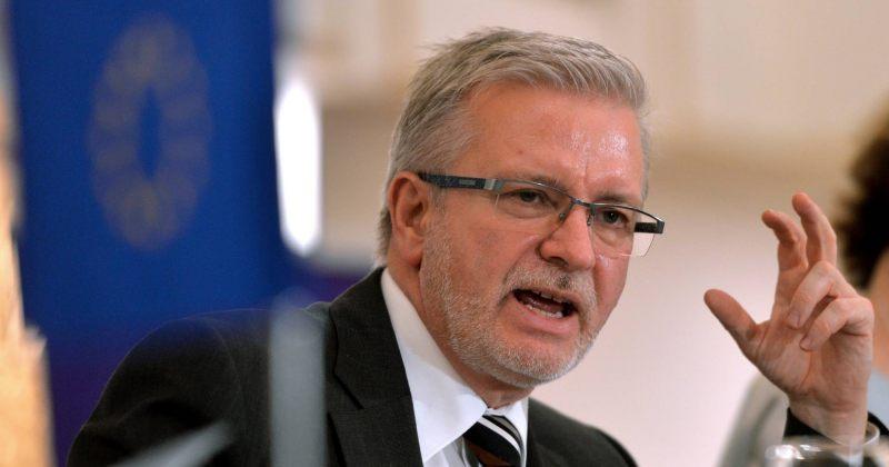 გალერი: რატომ ხდება, რომ ის, ვინც ქართულ პოლიტიკაში პოლარიზაციაში არ მონაწილეობს, სუსტია?