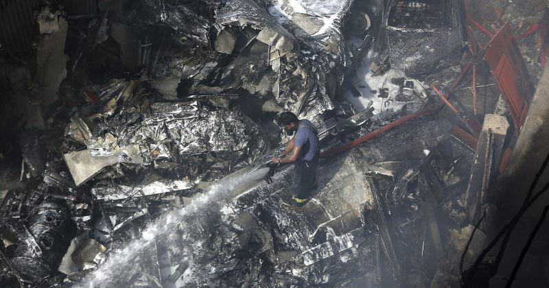 პაკისტანში მომხდარ ავიაკატასტროფაში სამი ადამიანი გადარჩა